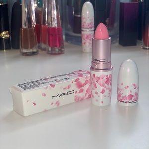 MAC Cremesheen Lipstick in Hey Kiss Me